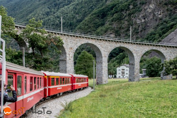 Trenino Rosso in Brusio at the circular viaduct