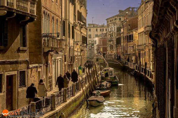 Venice/Italy – daily life on a canal